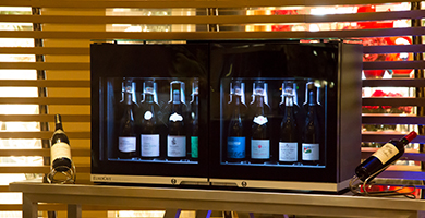Wine Bar 8.0 - Provides 8 bottles of ready-to-serve wine at the ideal serving temperature and protects open wine bottles from oxidation thanks to the vacuum system.