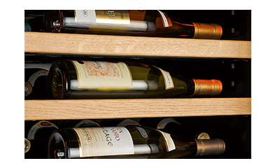Hotels, restaurants, wine bars, brasseries, showcase your bottles in order to encourage customers to buy your wine. Show that you care about the storage quality of your bottles.