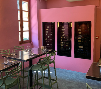 Example portfolio showing wine cabinets built into a wall unit at the T Quatre restaurant in Annecy.