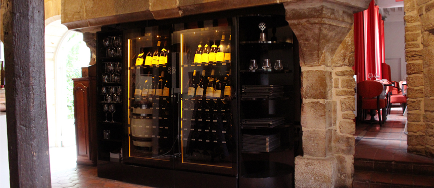 La Closerie restaurant - Dijon. Amazing wine cabinet show and can attract the attention on great crus.